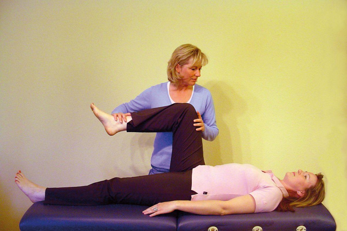 Diane behandelt am Knie